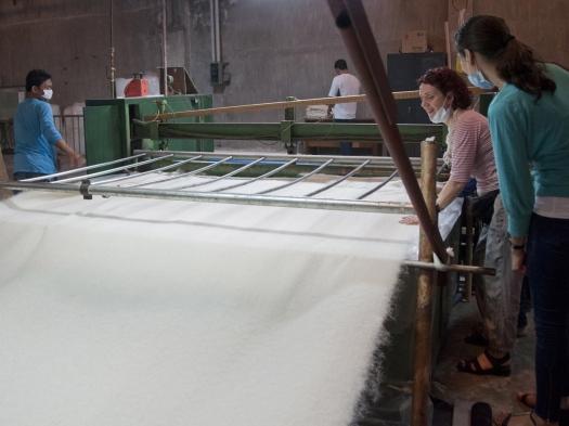 the-fibres-become-a-non-woven-textile